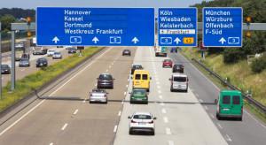 Amerykanin jechał na rowerze niemiecką autostradą. Policjanci życzyli mu dobrej drogi