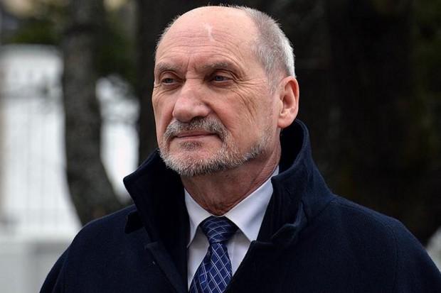 Antoni Macierewicz tłumaczy rozrzutność swoich pracowników w MON