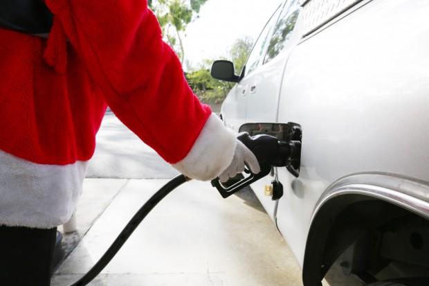 Święty Mikołaj przynosi niższe ceny na stacjach paliw