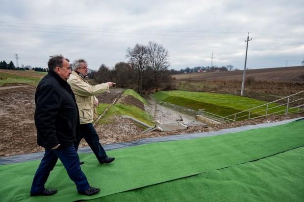 Suchy zbiornik przeciwpowodziowy w Piekarach gotowy