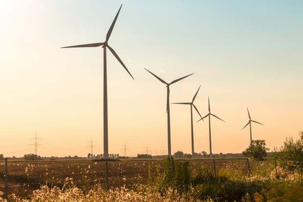 Energetyka wiatrowa w gąszczu przepisów. Resort energii swoje, MIB swoje