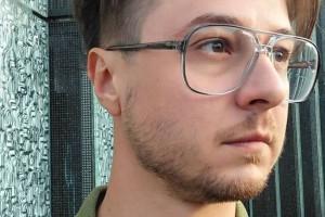 """Kamil Fejfer, autor książki """"Zawód"""" o realiach polskiego rynku pracy"""