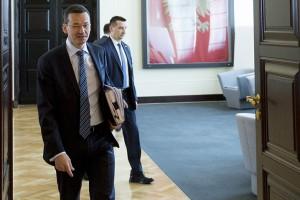 Mateusz Morawiecki - premier i minister dwóch resortów. Jak długo?