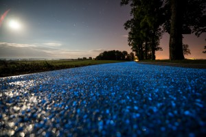 Drogi, które wytrzymają 50 lat, nawierzchnie świecące w nocy. Ta firma przełamuje schematy