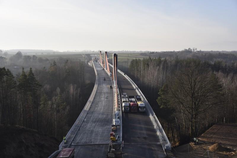 Próby obciążeniowe mostu na obwodnicy Ostródy. fot. GDDKiA