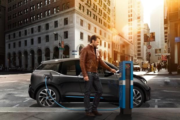 BMW przyspiesza prace nad bateriami ze stałym elektrolitem