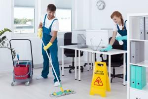 Ile zarabia ochroniarz, ile sprzątaczka, a ile portier?