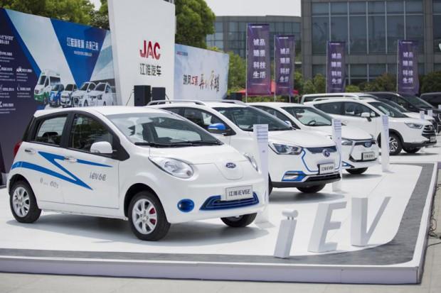 Chińczycy na wyścigi kupują elektryczne auta