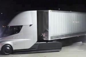 Znana firma kurierska złożyła pokaźne zamówienie u Elona Muska