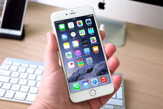 Apple zamyka furtkę w iPhone'ach, z której korzystały służby USA