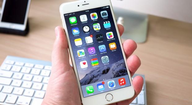 Trump wprowadzi cła na sprowadzane z Chin iPhony?