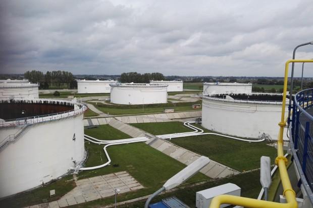 Czyszczenie zbiorników naftowych bardziej ekologiczne? Jest projekt