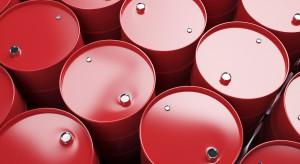 Ceny ropy pod wpływem przepychanek między USA i OPEC