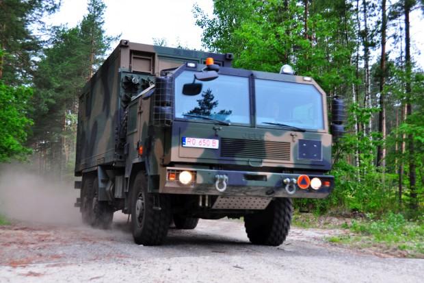 Huta Stalowa Wola dostarczy armii remontowe wozy artyleryjskie