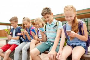 Główni inwestorzy wzywają Apple do walki z uzależnieniem dzieci od smartfonów