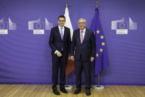 Premier Morawiecki odsuwa unijną groźbę wiszącą nad Polską