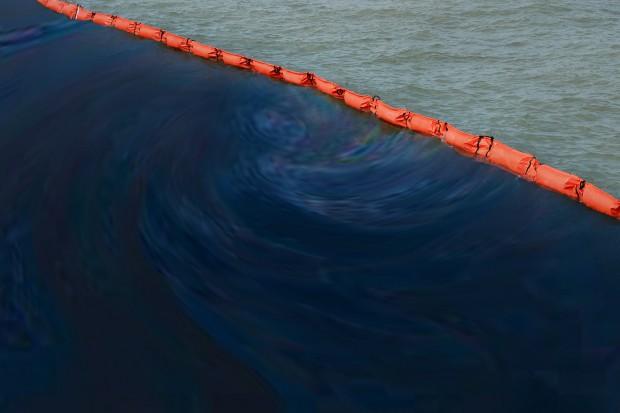 Stan wyjątkowy po wycieku ropy w Indonezji. Są ofiary śmiertelne