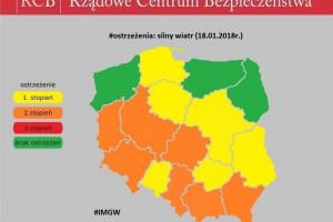 Orkan Fryderyka nad Polską. Tysiące odbiorców bez prądu, utrudnienia na lotniskach