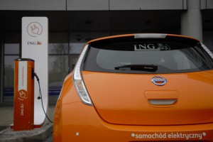 Bank ING stawia na elektromobilność, testuje ładowarki i samochody