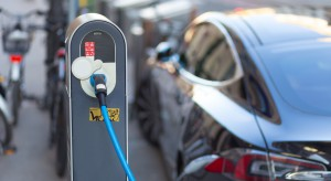 """Milion """"elektryków"""" w 2025 roku to bajka. Dopłaty nie wystarczą, problemów jest więcej"""
