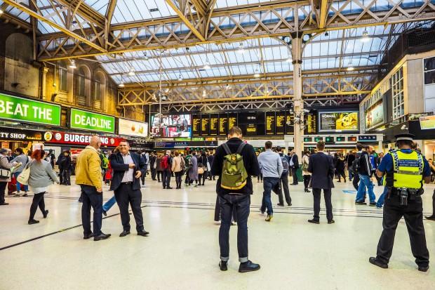 Wyciek gazu zablokował stację kolejową Charing Cross