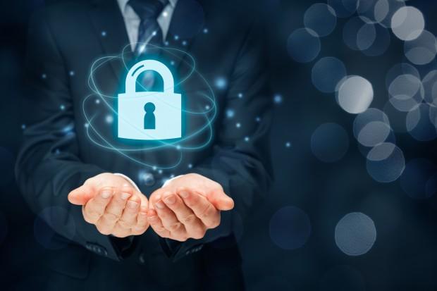 Problemem jest także deficyt specjalistów od cyberbezpieczeństwa, którzy mogliby pomóc. Jest ogromny problem z kadrami, co uwidacznia się teraz, gdy budowany jest Krajowy System Cyberbezpieczeństwa - twierdzi ekspert Accenture. (fot. Shutterstock)
