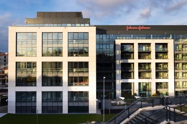 Firma Johnson & Johnson zanotowała stratę ok. 11 mld dol.