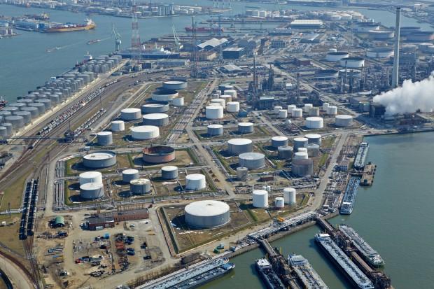 Drożejąca ropa naftowa dusi zyski rafinerii