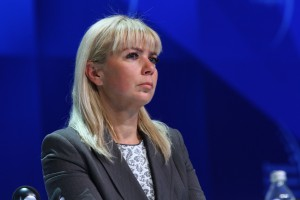 Elżbieta Bieńkowska skrytykowała testy szkodliwości spalin na zwierzętach