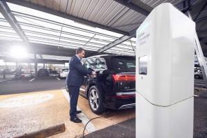 Supermarket wyprodukuje prąd i doładuje samochód elektryczny