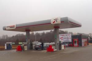 Ta sieć handlowa jako jedyna wciąż buduje stacje paliw