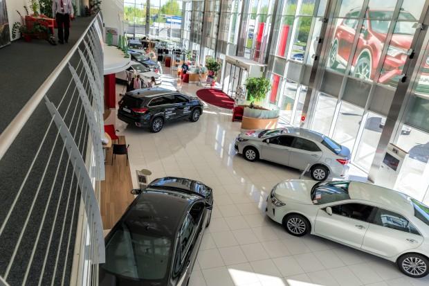 Toyota podnosi prognozę zysków do rekordowego poziomu ponad 20 mld dol.