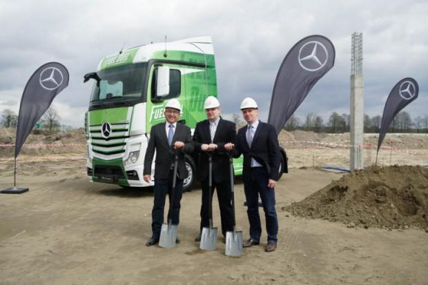 Pierwsze elementy konstrukcyjne na budowie fabryki Mercedesa