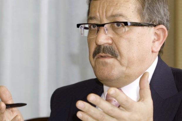 Marian Kostempski wskazuje, że obecnie płace w górnictwie nie są atrakcyjne. Fot. PTWP