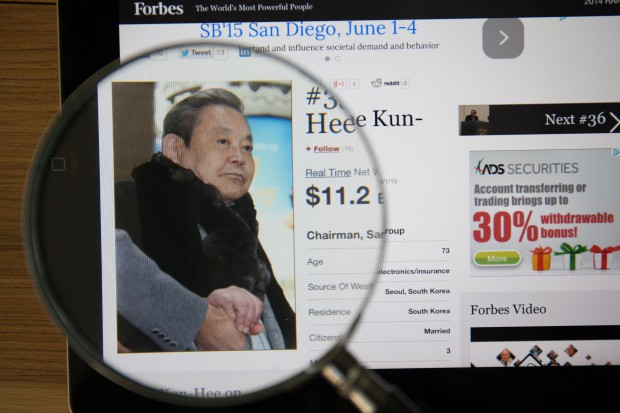 Szef Samsunga Lee Kun-hee korzystał z cudzych rachunków bankowych?