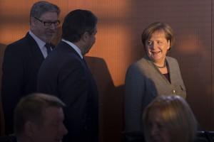 Merkel: oddanie SPD resortu finansów ceną za koalicję
