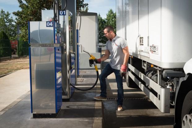 Rosną marże na benzynę i autogaz, spadają na olej napędowy