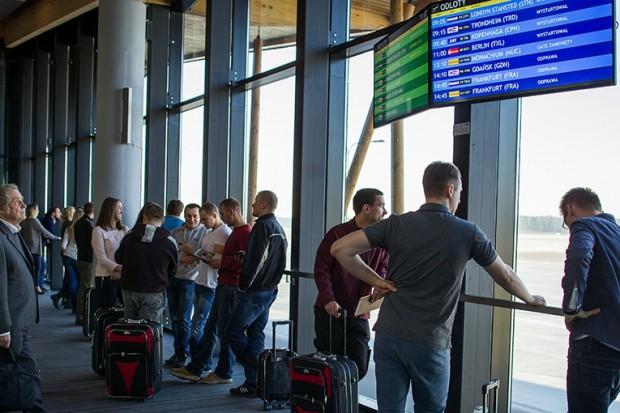 Z lotniska w Szymanach wożą głównie do Niemiec