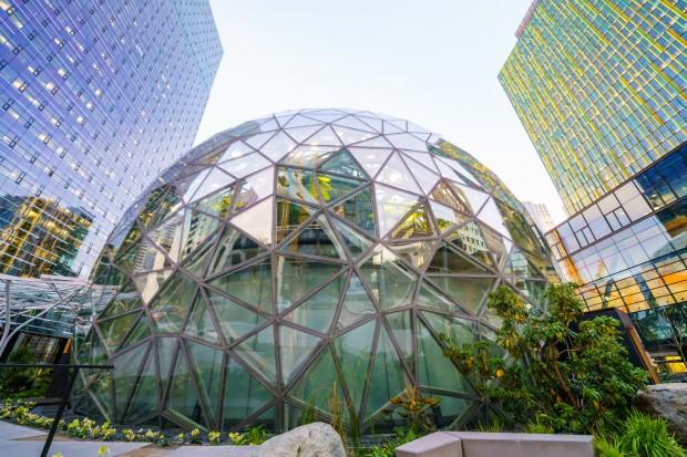 Amazon zwalnia setki pracowników; powodem nadzatrudnienie