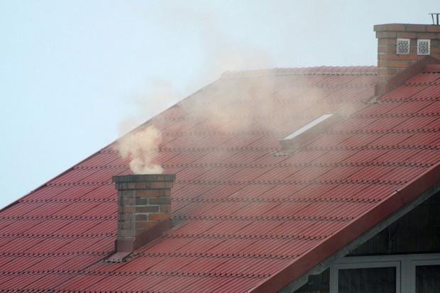 Smog w Polsce. Henryk Kowalczyk obiecuje dotacje dla domów jednorodzinnych