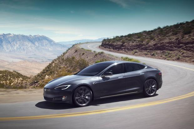 Kolejny wypadek z udziałem samochodu Tesla Model S
