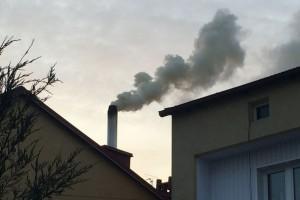Obowiązek podłączania budynków do sieci ciepłowniczej i gazowej lekarstwem na smog?