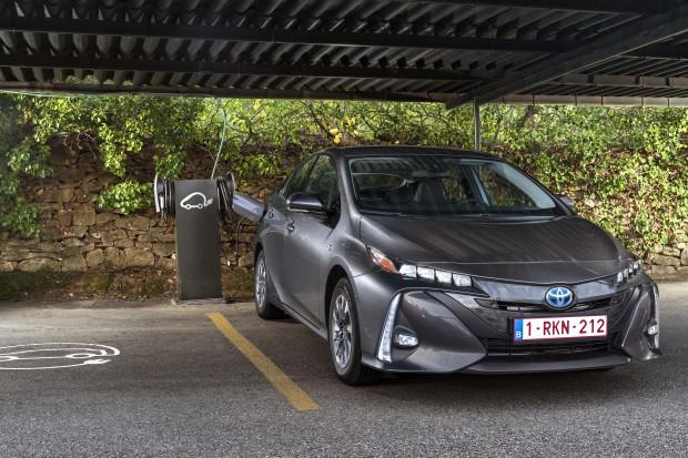 Producenci elektrycznych aut uciekają spod noża chińskiego eksportu surowców