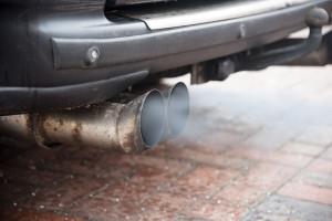 Los starych samochodów na polskich drogach jest przesądzony. Minister mówi o planach