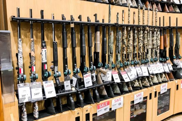Walmart zaostrza zasady sprzedaży broni