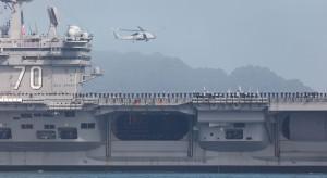 Amerykański lotniskowiec zawinął do portu dawnego wroga