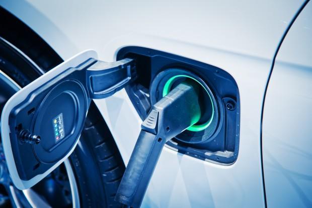 Niemcy wymyślili, jak podwoić liczbę ładowarek do samochodów elektrycznych