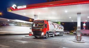 Kierowcy nie zapłacą drożej za paliwa. Koncerny wezmą na siebie dodatkowe opłaty