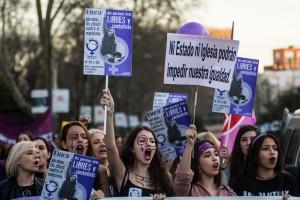 W Hiszpanii strajki w obronie praw kobiet