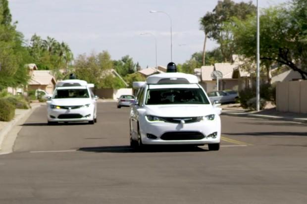 Samochody autonomiczne Waymo bardziej bezpieczne niż Ubera?